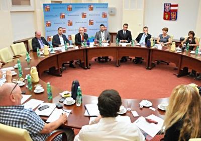 Rada Jihomoravského kraje projednala analýzu smluv s Letištěm Brno a  rozhodla o jejím úplném zveřejnění 7c391282a1